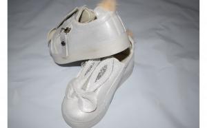 Adidasi albi - model iepurasi
