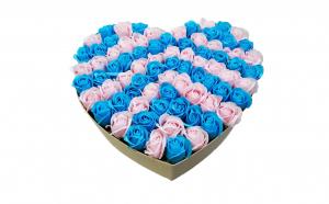 Aranjament din 77 trandafiri de sapun