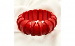 Bratara pe elastic cu coral rosu