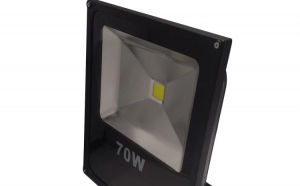 Proiector LED Slim 70W, interior/ exterior la doar 149 RON in loc de 390 RON