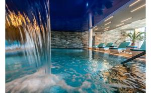 Hotel Silver Mountain Resort 4* Poiana Brasov - 2 nopti cu mic dejun,  acces la piscina interioara si exterioara, jacuzi si sauna