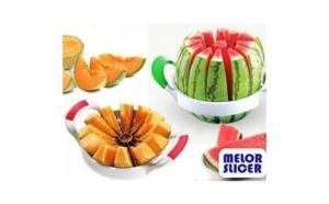 Este ideal pentru felierea pepenilor sau oricaror fructe in 12 bucati egale, dintr-o singura miscare si in doar cateva secunde, la doar 39 RON in loc de 99 RON