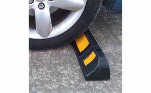 Opritor roti auto reflectorizant pentru o parcare facila
