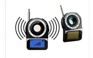 Mini Detector CC-309 cu laser pentru camere spion wireless sau cu fir, la 379 RON in loc de 799 RON