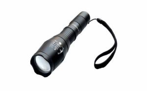 Doua lanterne cu zoom, rezistente la apa: 1+1 gratis ce lumineaza puternic si pe suprafata mare