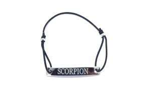 Bratara neagra cu snur ajustabil si placuta gravata cu zodia scorpion