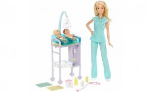 Papusa Barbie pediatru cu bebelusii
