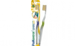 Periuta de dinti antibacteriana cu Aur Coloidal PlakKontrol, la doar 14,99 RON de la 24,99 RON