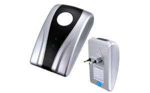 Dispozitiv pentru economisirea energiei electrice si protejarea aparatelor electronice,