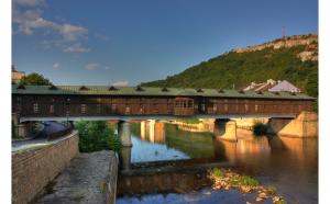 Bulgaria 1 zi - Orasul Tufelor de Liliac – Lovech - Cascadele De La Krushuna - Pesterile Devetashka si Orlova Chuka   Plecari: 25.07; 22.08; 26.09 si 10.10.2020