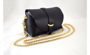 Geanta Mini Dama Neagra cu Lant Auriu - Piele Naturala la doar 99 RON
