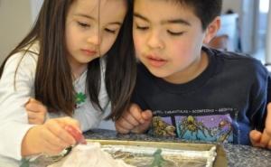 Hraneste curiozitatea copilului tau: Atelier SA EXPERIMENTAM-Vulcanii (4 sedinte), la 49 RON in loc de 150 RON