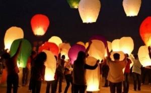 Set 50 Lampioane multicolore zburatoare, la 135 RON in loc de 295 RON