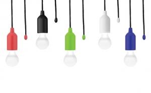 Lampa bec cu snur cu 3 baterii incluse, la doar 32 RON in loc de 69 RON