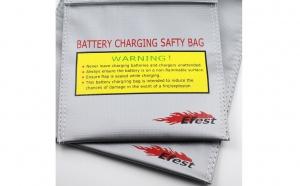 Feriti-va de explozia acumulatorilor - Saculet Efest pentru incarcarea bateriilor in siguranta 23x30cm, la 35 RON in loc de 71 RON