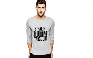 Bluza barbati gri cu text negru - Straight Outta Targu Jiu