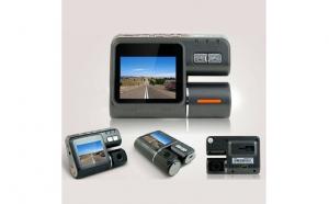 Camera auto F70 HD-DVR, cu unghi de rotire al camerei la 360 de grade, la 129 RON in loc de 299 RON. Filmeaza atat in afara masinii cat si in interiorul ei