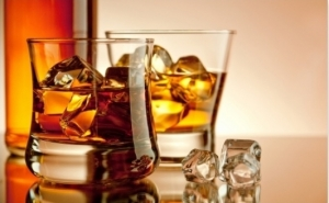 Incalzeste-te cu un whiskey! Doar 5 RON in loc de 10 RON - 50 ml whiskey in Club A sau Anton Pub