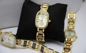 Ceas elegant de dama Shine Crystal - Gold Edition, bratara metalica, la 89 RON
