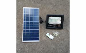 Proiector led 20W Rezistent La Apa cu panou solar,Lumina Rece + Telecomanda