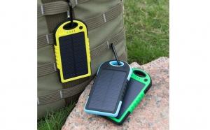 Baterie solara universala pentru telefon, tableta, 5000mAh, rezistenta la apa, la doar 99 RON in loc de 245 RON
