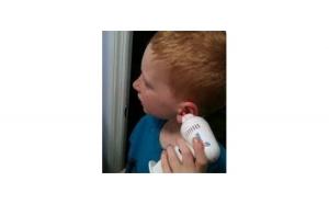 Aparat pentru igiena urechilor tale cu accesorii din silicon pentru protectie