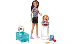Papusa Barbie babysitter cu bebelus si accesorii pentru camera bebelusului