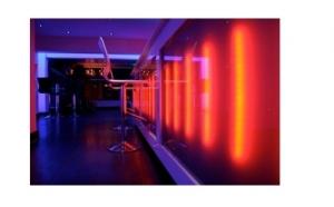 Banda cu LED constituie solutia ideala atat pentru utilizarea in decoratiunile interioare, cat si exterioare. Acum la pretul de 69 RON in loc de 149 RON.