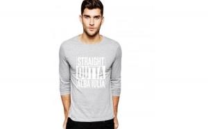 Bluza barbati gri cu text alb - Straight Outta Alba Iulia