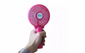 Mini ventilator portabil cu acumulator si maner