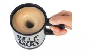 Cana inteligenta, doar cu o simpla apasare de buton puteti prepara bautura perfecta: cana fermecata Self Stirring Mug, la 29 RON in loc de 70 RON