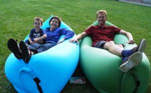 Saltea gonflabila ideala pentru iesirile in aer liber