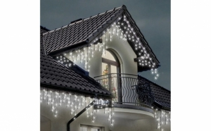 Instalatia pentru exterior, alba, 9 metri, franjuri cu LED-uri