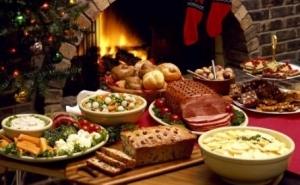 Platou Family de Craciun, pentru 4-5 persoane: toba, caltabos, jumari, sorici, slaninuta, telemea, ceapa rosie, masline, carnaciori proaspeti, friptura de porc la cuptor, cartofi taranesti, muraturi asortate, la 79 RON in loc de 250 RON