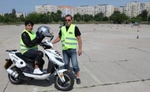 Ia-ti permisul pentru scuter chiar acum! Cumpara cuponul de 29 RON si platesti doar 99 RON in loc de 300 RON pentru cursuri la Scoala de soferi Adi Moto