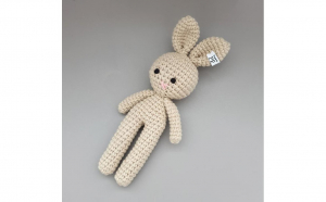 Iepuras crosetat handmade pentru bebelus