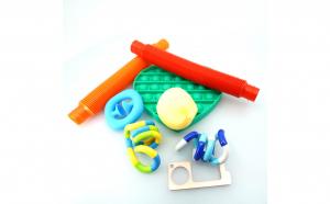 Set 8 jucarii senzoriale, OKTANE®, TCT, pachet antistres pentru copii si adulti, deschizator de usa fara atingere, Multicolor