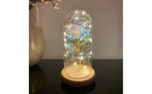 Trandafir in cupola de sticla decorat cu