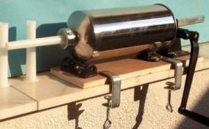 Masina de carnati cu stativ de lemn, capacitate 4 kg, la 159 RON in loc de 359 RON! Garantie 12 luni!