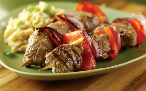 Meniu Frigarui de Porc + garnitura la alegere + salata la alegere + LIVRARE GRATUITA, la 16 RON in loc de 24 RON