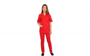 Costum medical rosu, cu bluza cu anchior in forma V, trei buzunare aplicate si pantaloni rosu cu elastic