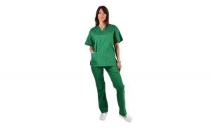 Costum medical verde, cu bluza cu anchior in forma V, trei buzunare aplicate si pantaloni verde cu elastic