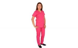 Costum medical ciclam cu bluza in forma Y cambrata, doua buzunare aplicate si pantaloni ciclam  cu elastic.