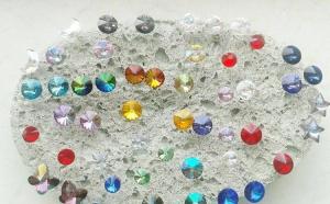 Accesorizeaza-te cu cerceii preferati, din argint, cu elemente de cristal, acum la 45 RON in loc de 100 RON