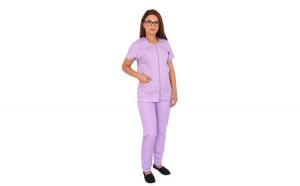 Costum medical lila cu bluza cu fermoar cambrata, trei buzunare aplicate si pantaloni lila cu elastic