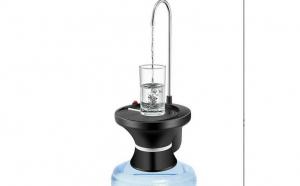 Dispenser automat pentru apa cu suport pentru pahar