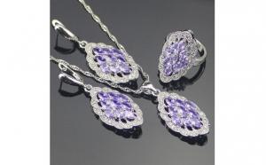 Set bijuterii dublu placat cu aur alb 24K cu insertii de ametist si topaz, model din 3 piese: colier, cercei si inel, la doar 145 RON in loc de 350 RON