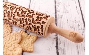 Funny Squirrels-Mini -Sucitor lemn gravat cu Laser , pentru decorarea fursecurilor si prajiturilor la doar 99 RON