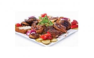 Platou Ciobanesc 3.4 kg pentru 4 persoane (pastrama de berbecut, carnaciori proaspeti, piept de pui, cotlet porc dezosat), cartofi taranesti, mamaliguta, mix de muraturi, rosii, castraveti, doar 56 RON in loc de 112 RON
