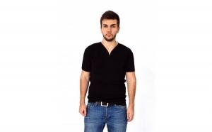 Tricou barbatesc negru cu anchior larg si nasturi la doar 25 RON in loc de 50 RON